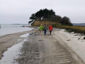 Sie können auc im Winter am Strand wandern.